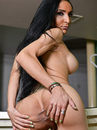 Merilyn. Libidinous Merilyn spreads & masturbates